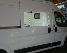 Inbouw zijruit bestelwagen